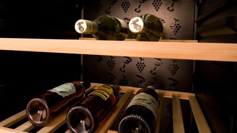 Compartiement à vin et clayettes Haier