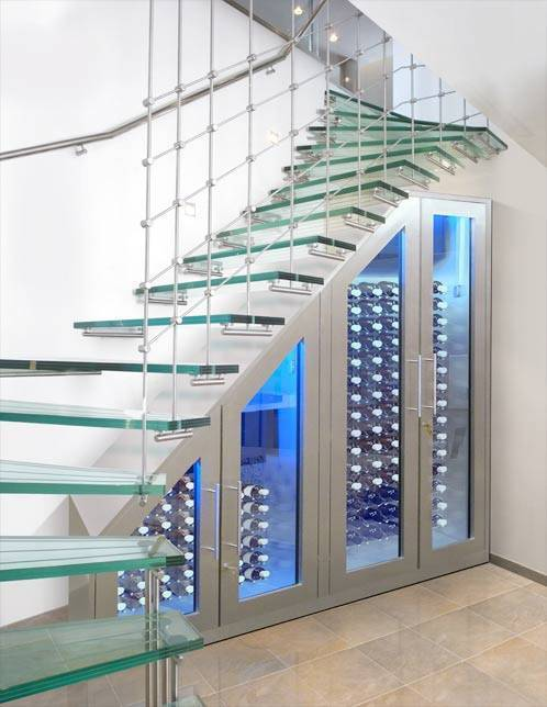 Cellier à vin sous escalier